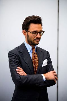 Milano Unica street style: See the most stylish men at the winter edition of Italy's bi-annual fabric fair, Milan Unica - shot by Robert Spangle (aka Thousand Yard Style) Mens Fashion Blog, Suit Fashion, Vogue Online, Dark Gray Suit, Dark Grey, Mode Costume, Most Stylish Men, Fall Chic, Bespoke Tailoring