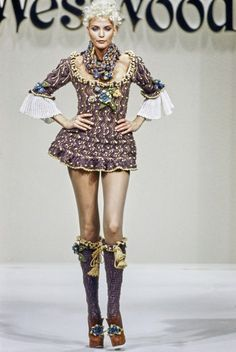 Andreas Kronthaler for Vivienne Westwood Fall 1994 Ready-to-Wear Fashion Show - Nadja Auermann Fashion History, 90s Fashion, Runway Fashion, High Fashion, Fashion Show, Vintage Fashion, Womens Fashion, Fashion Design, Fashion Styles