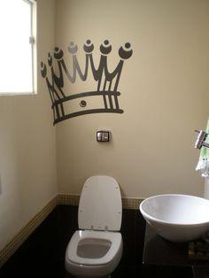 Coroa no banheiro - Trono