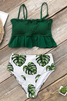 Hit the beach in our Green and Monstera High-Waisted Bikini! This bikini set fea. - - Hit the beach in our Green and Monstera High-Waisted Bikini! This bikini set fea… Source by giuliannacampo Push Up Bikini, Bikini Modells, Bikini Sets, Haut Bikini, Sexy Bikini, Bikini Verde, Bikini Beach, Bikini Mayo, Summer Bathing Suits
