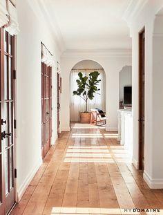 ❤️ Flooring! Light wood, keeping walls light too, gives it a studio feel.