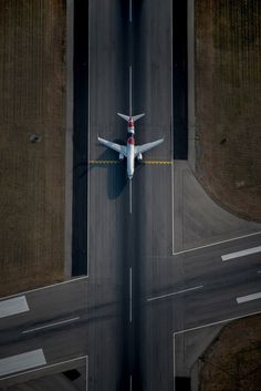 Qantas Boeing VH-XZJ on holding short of at Adelaide-Inter… - Aircraft design Airplane Photography, Aerial Photography, Avion Jet, Airplane Wallpaper, Photo Avion, Civil Aviation, Aviation Art, Aircraft Design, Air Travel