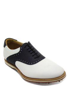 Scarpa stringata da #Golf con #spikes realizzata in pelle di vitello bicolore nero-bianco. Ideata per golfisti, adatta su terreni asciutti o bagnati. Contatta #IlGergo customer service per taglie e colori. #MadeInItaly