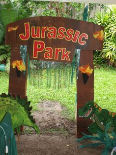 Jurassic park gate by on for Puerta jurassic park