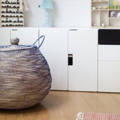 About changes in our kids rooms - today on my blog !! Lovely bast basket from @urbanara . #wienerwohnsinn #newblogpost #kidsroom #decoration #storage #basket #bast #urbanara #scandinavian #design #interior #design #style #rug @wienerwohnsinn