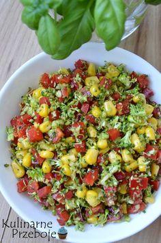 Surówka z brokuła i czerwonej papryki – to szybka i dietetyczna surówka, idealna do grilla, czy obiadu.