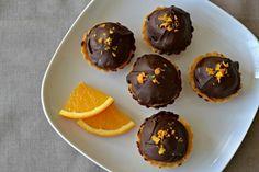 Linecké košíčky s čokoládovým krémem | Tartalettes with Chocolate Cream and Oranges Pear Muffin, Pudding, Breakfast, Food, Morning Coffee, Custard Pudding, Essen, Muffins, Puddings