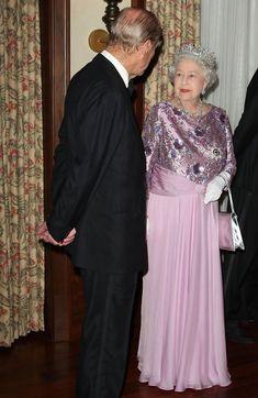 11/25/2009: Prince Philip  Queen Elizabeth II attend a banquet to celebrate the 400th anniversary of Bermuda's settlement (Hamilton Parish, Bermuda)  pink gown