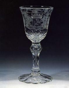 Het Kapittelglas bevindt zich in het Noord Brabants Museum. De gemeente Oirschot bezit een replica. Het glas dateert van ..... Het werd gebruikt om gezamenlijk uit te drinken, zoals een kelk in de kerk ook wordt gebruikt.