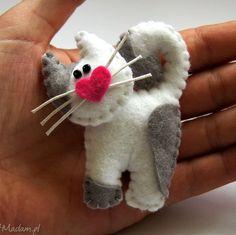 Kotek - broszka z filcu - ,filc,kot,lekki,miękki,zabawny,modny,