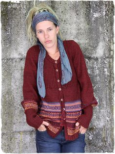 Round neck alpaca cardi with wool ceramic buttons and a tie below the breast - ridded on the breast - geometric ethnic patterns
