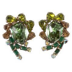 Pre-Owned Weiss Green Rock Earrings ($139) ❤ liked on Polyvore featuring jewelry, earrings, rock earrings, iridescent earrings, green vintage earrings, vintage clip earrings and preowned jewelry