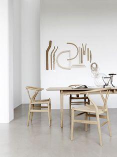 Hans Wegner Replica Wishbone Chair Natural - El Paco Home Hans Wegner, Chair Design, Furniture Design, Wall Design, Comfortable Dining Chairs, Wishbone Chair, Vintage Design, Interiores Design, Table And Chairs