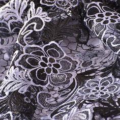 Efektní krajka na tylu motiv květů bílá/černá