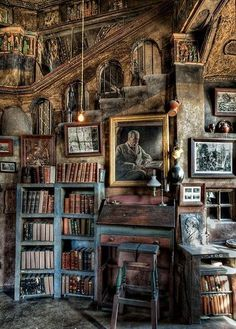 Library loft at Fonthill Castle, Doylestown, (USA) - Diy for Home Decor Beautiful Library, Dream Library, Library Books, Magical Library, Hogwarts Library, Library Corner, Magical Room, Attic Library, Old Libraries