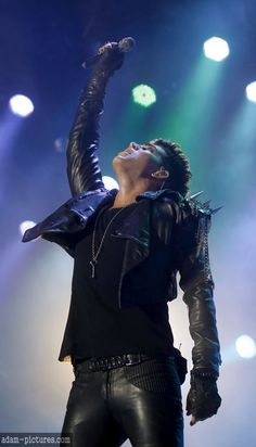 boom adam lambert with queen <3