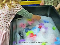 Use little pool with big foam letters and fish for letters. Find the letters in soapy water~ Teaching 2 and 3 Year Olds: A Collection of Sensory Table Ideas Sensory Table, Sensory Bins, Sensory Activities, Educational Activities, Classroom Activities, Learning Activities, Preschool Activities, Sensory Play, Indoor Activities
