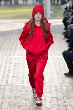 Sadie sink from 'stranger things' is now a runway model - fashionista Stranger Things Steve, Sadie Sink, Cute Actors, Madame, Undercover, Runway Models, Red Carpet Fashion, Lady In Red, Latest Trends