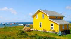 Official site of the Magdalen Islands tourist association gives information on the archipelago situated in the heart of the St-Lawrence Quebec. Voyage Montreal, Newfoundland And Labrador, Canada, Cabins And Cottages, Beach House Decor, Quebec, Belle Photo, House Colors, Building A House