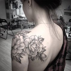 Like the location of the rose on/ over the shouler Body Art, Ink, Tattoos, Flowers, Nature, Men And Women, Man's Hairstyle, Marriage Dress, Florals