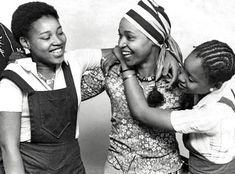 This a biography detailing the life of legendary freedom fighter Winnie Mandela, who fought to end apartheid in South Africa. Winnie Mandela apart from being a hero of black and African History was the wife of freedom fighter Nelson Mandela. Winnie Mandela, What Is Today, Civil Rights Leaders, Black Presidents, African Traditional Dresses, Nobel Peace Prize, African History, African Origins, Nelson Mandela