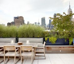 Urban Garden Elegant rooftop terrace in Chelsea by WE design - Our judges have selected the finalists, now you choose the winners. Vote for the finalists in each of 17 Considered Design Awards categories, on both Garde Rooftop Terrace Design, Rooftop Patio, Terrace Garden, Outdoor Seating, Outdoor Spaces, Outdoor Living, Outdoor Decor, Outdoor Chairs, Balkon Design