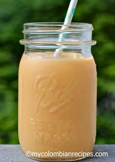 Batido de Papaya (Colombian Papaya Smoothie) I would use agave, almond milk instead, but sound great! Healthy Smoothies, Healthy Drinks, Smoothie Recipes, Papaya Smoothie, Juice Smoothie, Colombian Drinks, Colombian Recipes, Fun Easy Recipes, Healthy Recipes