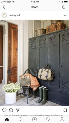 this mud room . would you put these vintage lockers in your mudroom ? Style At Home, European Home Decor, European Style, Home Fashion, Diy Home Decor, Sweet Home, House Styles, Decorating Ideas, Bohemian Decorating