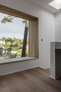 Wooden window reveal. Villa Chiberta by Atelier Delphine Carrère.