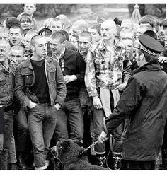 Satan was born in London. Skinhead Boots, Skinhead Fashion, Punk Fashion, Skinhead Tattoos, Ska Music, Yin Yang, Design Kaos, 70s Inspired Fashion, Skin Head