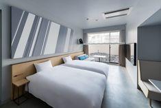 築23 年の学生寮をコンバージョンし、2011年4月にオープンした、ホテルとアパートメントから構成されている新しいスタイルのホテル。 2016年7月に、これまで学生寮として使用していた棟を客室へと一新し、リニューアルオープンしました。開業時からのコンセプトである「常に変化する京都のアート&カルチャーの