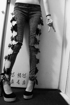 DIY bow jeans.