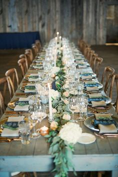 Blue and gold rustic wedding table decorations | fabmood.com