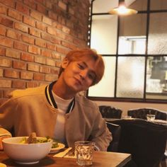 """Kim mingyu being boyfriend materials who always takes his girlfriend out to their lunch date 😶😳"" Mingyu Wonwoo, Seungkwan, Woozi, Mingyu Seventeen, Seventeen Debut, Boyfriend Pictures, My Boyfriend, Mamamoo, Got7"