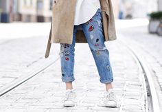 detail-suede-trenchcoat-spring-renelezard-mantel-patches-denim-jeans-basics-outfit-look-streetstyle-nachgesternistvormorgen-bl…