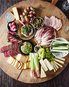 Lunch Snacks, Party Snacks, Food N, Food And Drink, Charcuterie Recipes, Crudite, Antipasto, Party Finger Foods, Cheese Platters