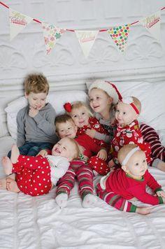 best friends/cousins Christmas picture... so cute!