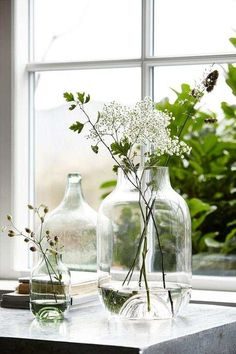 As we all prepare for refreshing spring cleaning let's take a look at trends and ideas in interior and home décor that we will be seeing in Natural, organic materials are sought after — wood, wool, leather — to create cosiness, and hygge feel. Casa Hygge, Hygge Home, House Doctor, Plantas Indoor, Vase Shapes, Deco Floral, Clear Glass, Cut Glass, Floral Arrangements