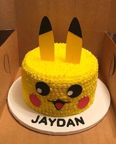 Pokemon Birthday Cake, Pokemon Party, Birthday Cakes For Boys, Pokemon Pokemon, Birthday Ideas, Diy Cake Topper, Cake Toppers, Cupcakes, Cupcake Cakes