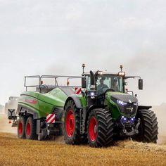Big Tractors, John Deere Tractors, Old Farm Equipment, Heavy Equipment, John Deere Decals, Tractor Machine, Tractor Accessories, Quito, Armored Truck