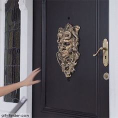 Door prank | Gif Finder – Find and Share funny animated gifs