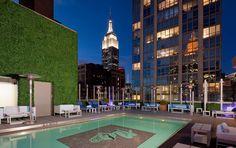 Rooftop-Bar Gansevoort Park Avenue NYC mit Pool  #rooftopbar #newyork #lovingnewyork
