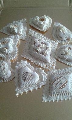 corixeddos by Viola Mattana Heart Cookies, Cute Cookies, Easter Cookies, Royal Icing Cakes, Cake Icing, Beautiful Cakes, Amazing Cakes, Haute Cakes, Pan Relleno