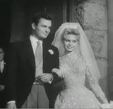 Louis Jourdan et Brigitte Bardot en robe de mariee