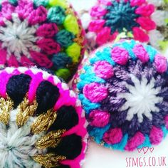 Crochet Christmas Bauble Decorations | Free Crochet Pattern - Upcycle tired old Christmas baubles quickly and easily with this fun and totally addictive free holiday decorations crochet pattern using simple crochet stitches and a little sparkle!