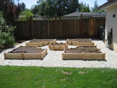 Array Let Makes Useful Vegetable Garden with This Timber for