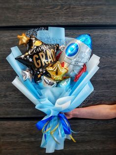 Food Gifts, Diy Gifts, Birthday Balloon Decorations, Balloon Arrangements, Hand Bouquet, Balloon Bouquet, Little Boxes, Amelie, Graduation