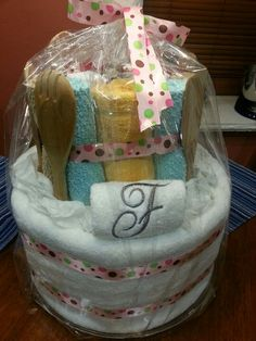 Bridal shower towel cake...great gift idea!!!!  Love this idea think I will make one for bridal shower