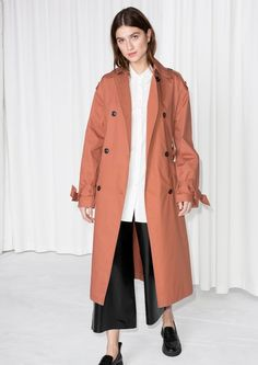 Behold, an oversized workwear trench that's made to be tossed over your chunkiest fisherman knits!