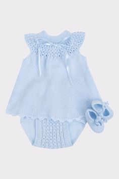 This Pin was discovered by Myr Knitting For Kids, Baby Knitting Patterns, Baby Patterns, Diy Romper, Onesie Pattern, Tricot Baby, Cute Baby Clothes, Girl With Hat, Baby Wearing
